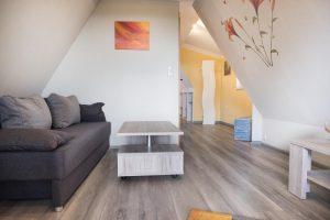 Wohnzimmer, Sofa zur Aufbettung (+2) geeignet
